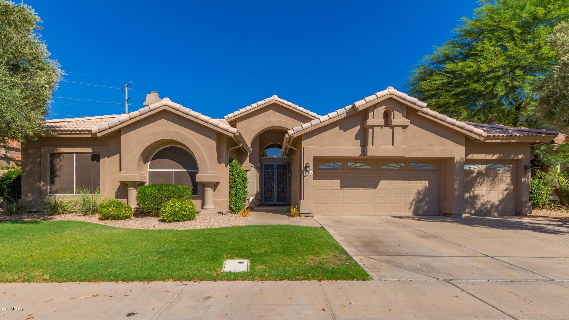 Photo of 2034 E DIAS Drive, Gilbert, AZ 85234
