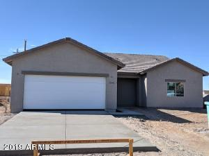 1465 sq ft home - Offers tile plank flooring, cathedral ceiling-Master Bedroom bathroom , laundry room and more!