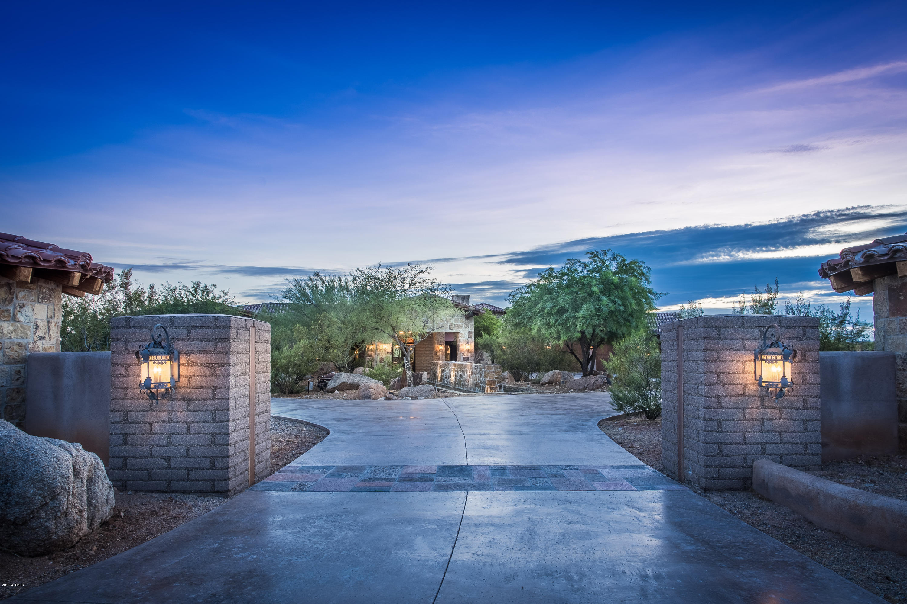 Photo of 865 W MONTE VISTA Trail, Wickenburg, AZ 85390