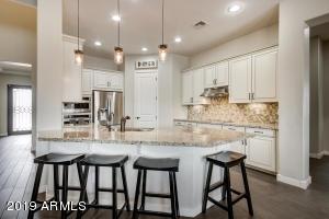 988 E LOWELL Avenue, Gilbert, AZ 85295