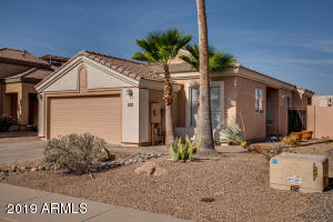 Move-in ready house in Palm Valley!