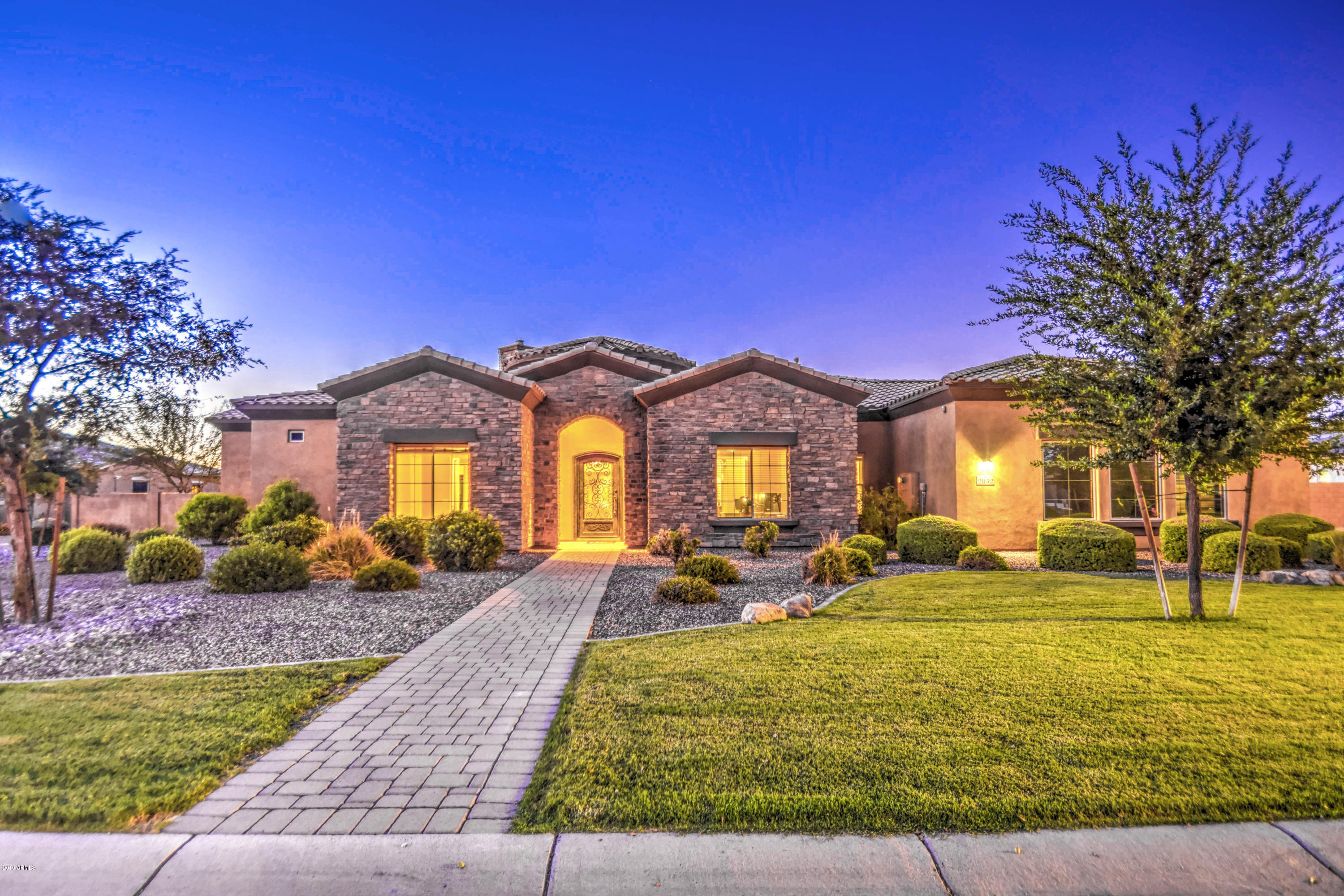 Photo of 2832 E ARROWHEAD Trail, Gilbert, AZ 85297