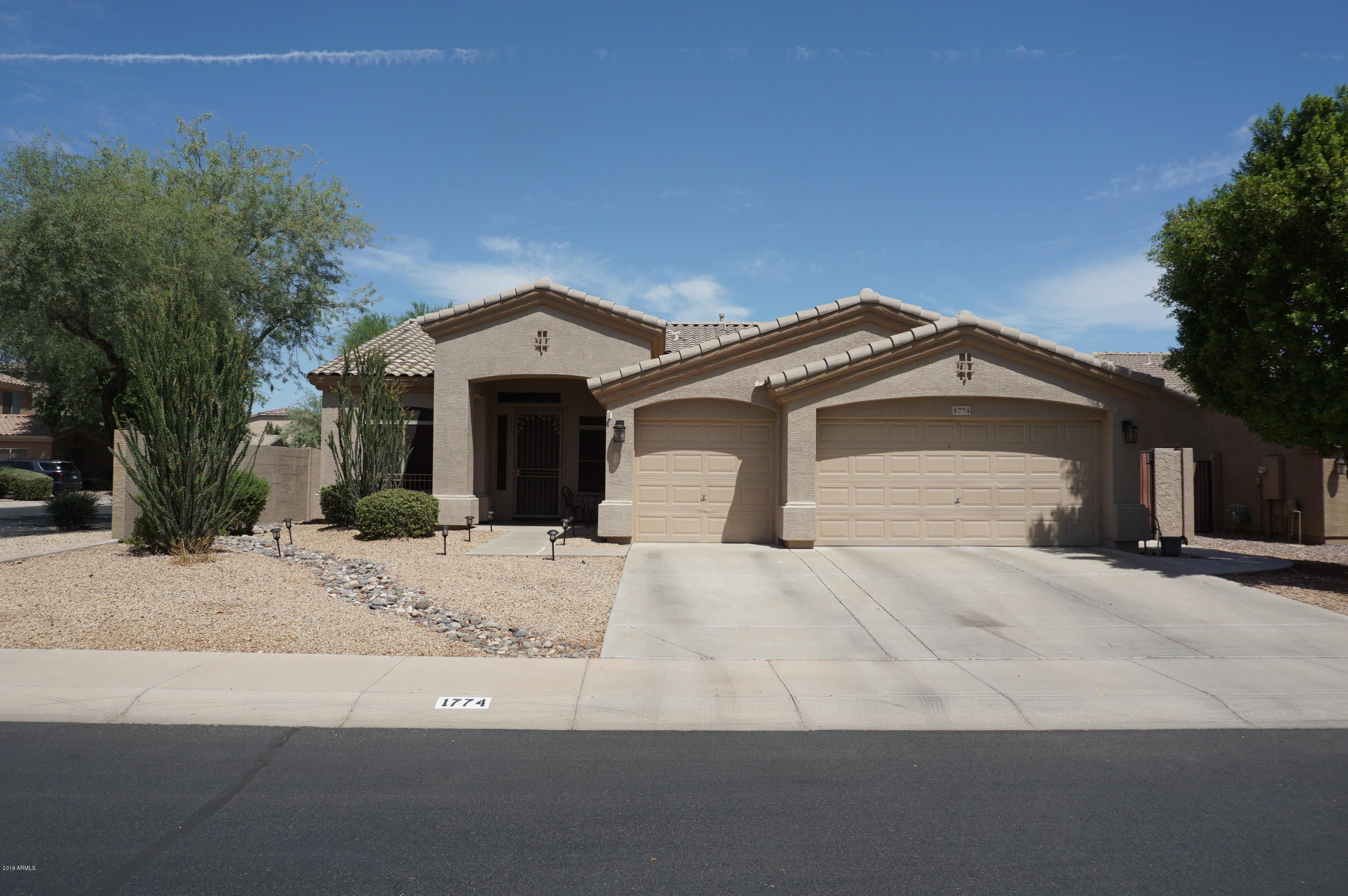 Photo of 1774 E LOCUST Place, Chandler, AZ 85286