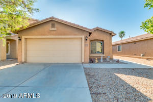 Beautiful single story home in the heart of Maricopa great for family or retirees.