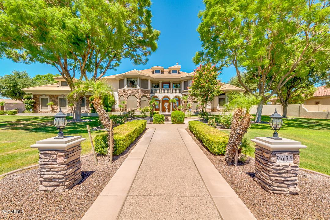 Photo of 9638 W ELECTRA Lane, Peoria, AZ 85383