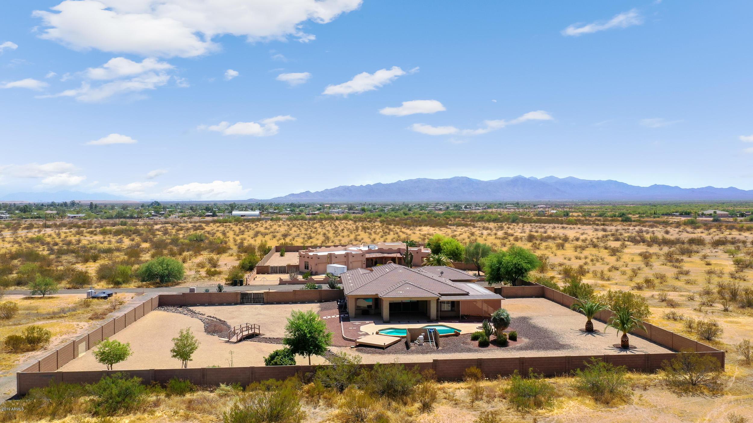 Photo of 20740 W MADRE DEL ORO Drive, Wittmann, AZ 85361