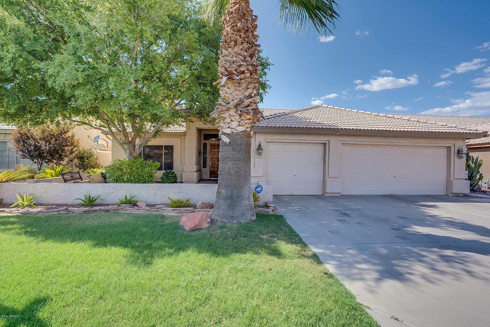 Photo of 258 E SAGEBRUSH Street, Gilbert, AZ 85296