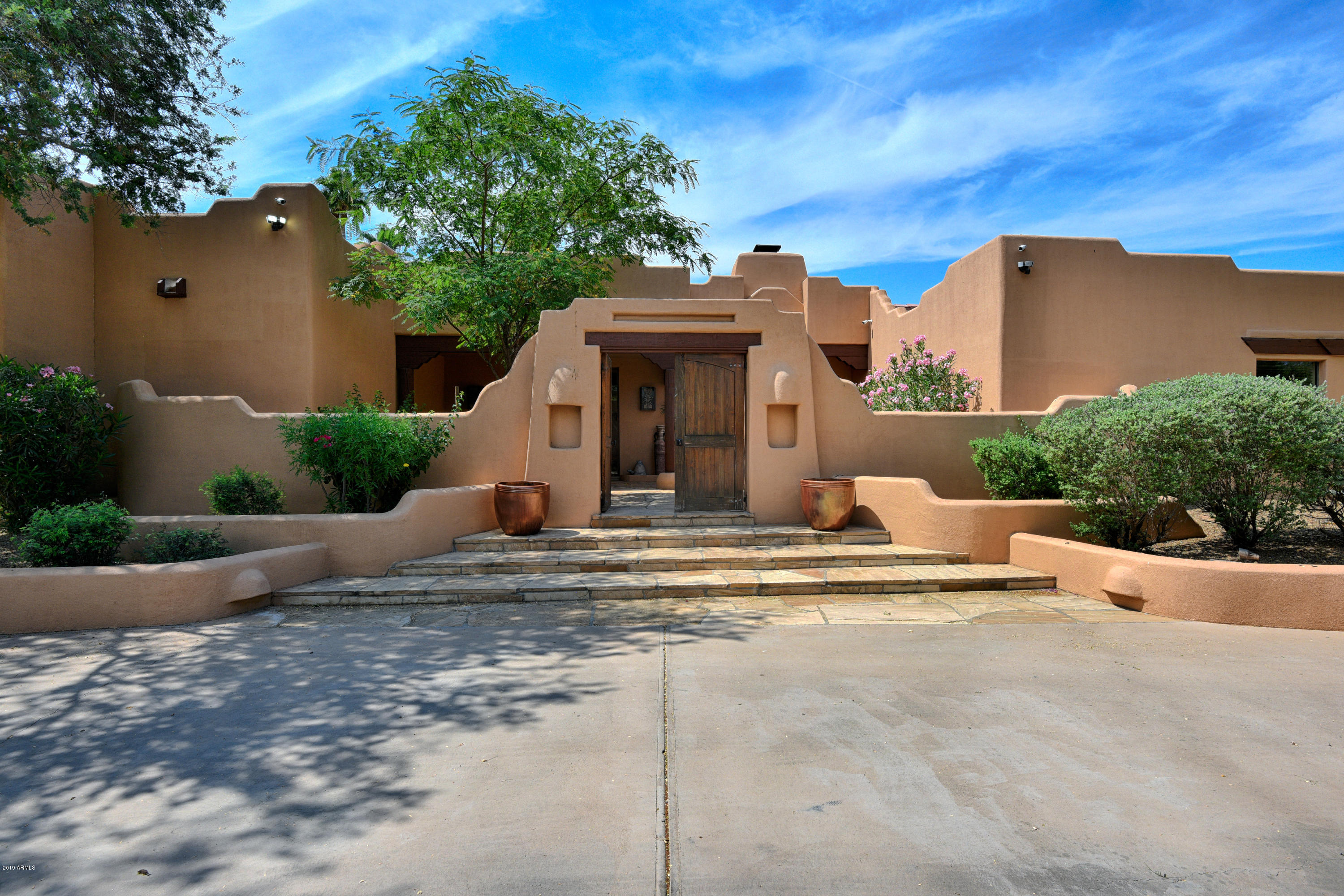 Photo of 5431 E VIA LOS CABALLOS --, Paradise Valley, AZ 85253