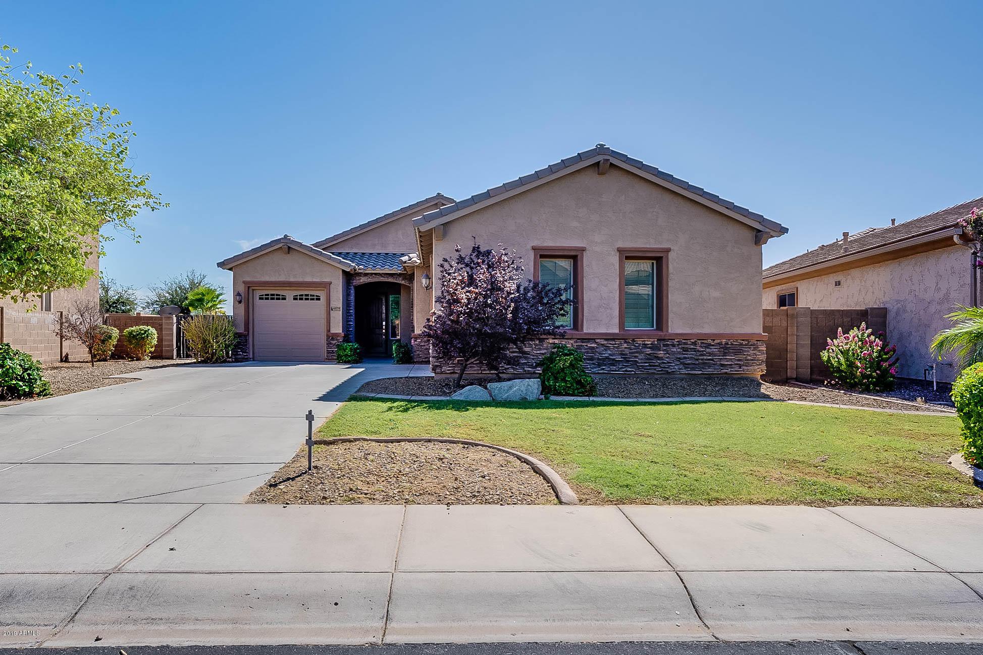 Photo of 4879 E GLENEAGLE Drive, Chandler, AZ 85249