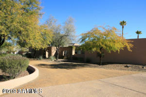 Photo of 8809 N VIA LA SERENA Lane, Paradise Valley, AZ 85253