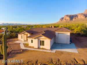 1067 S TRIGGER Court, Apache Junction, AZ 85119