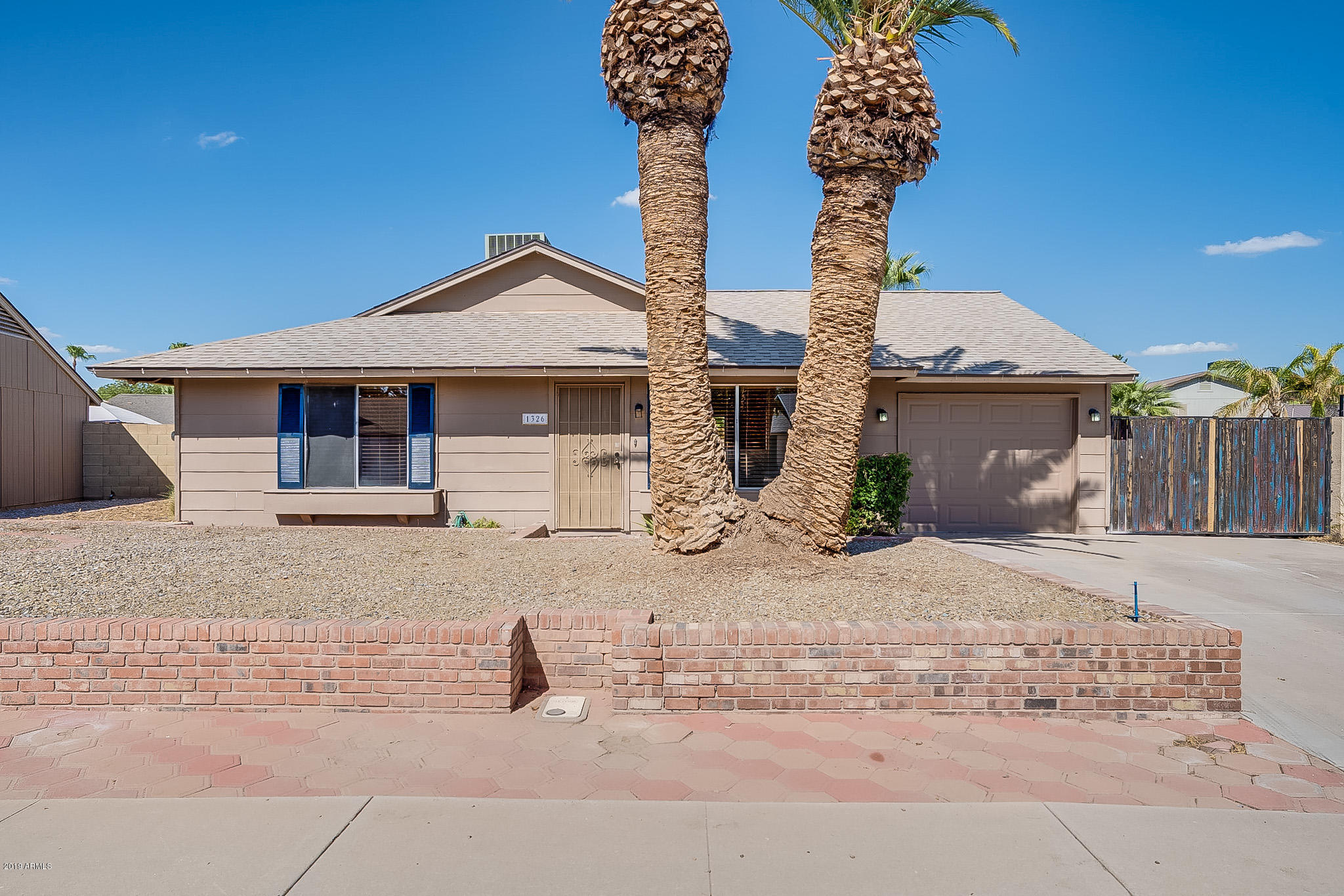Photo of 1326 W ROCKWELL Drive, Chandler, AZ 85224
