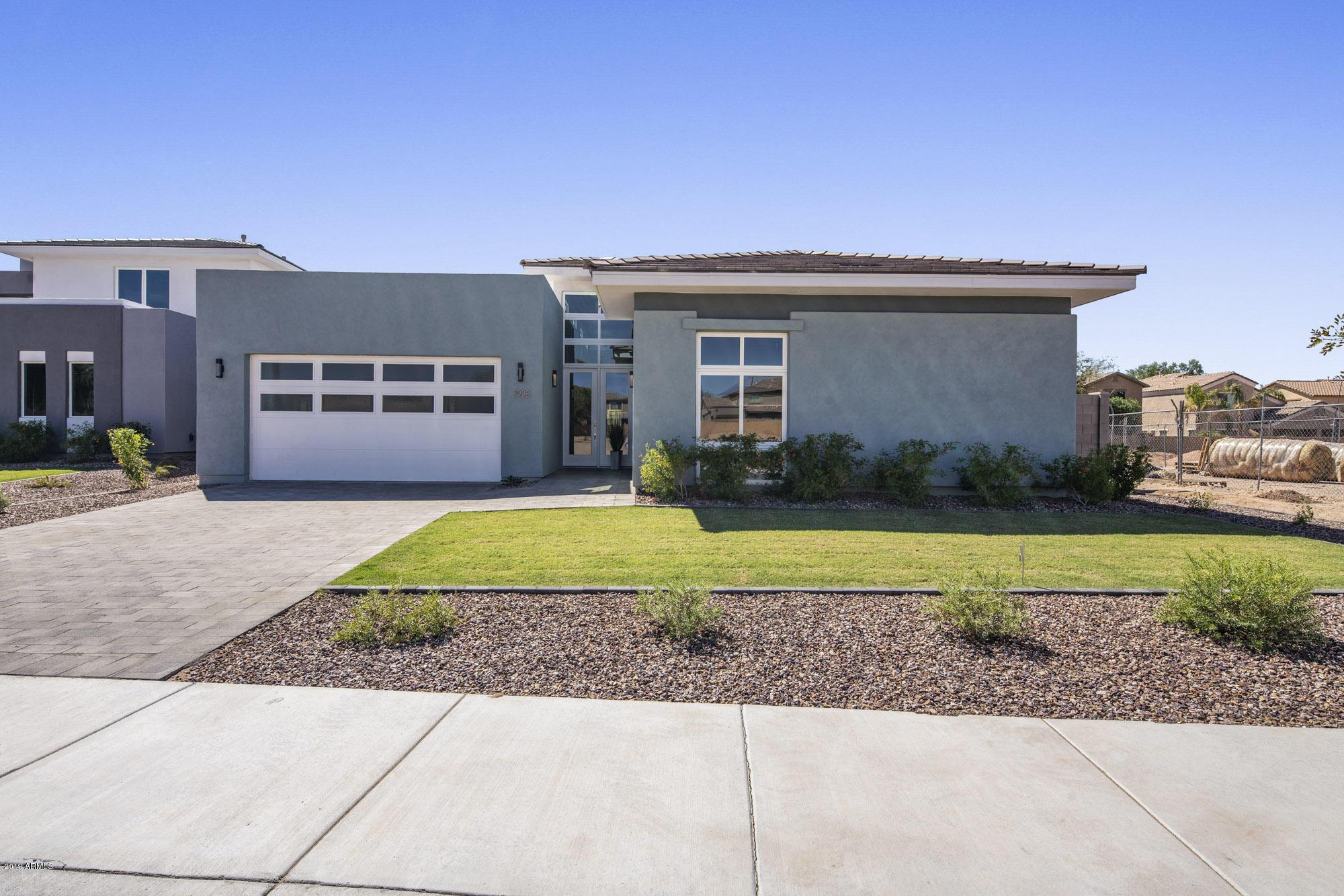 Photo of 2898 S SANDSTONE Court, Gilbert, AZ 85295