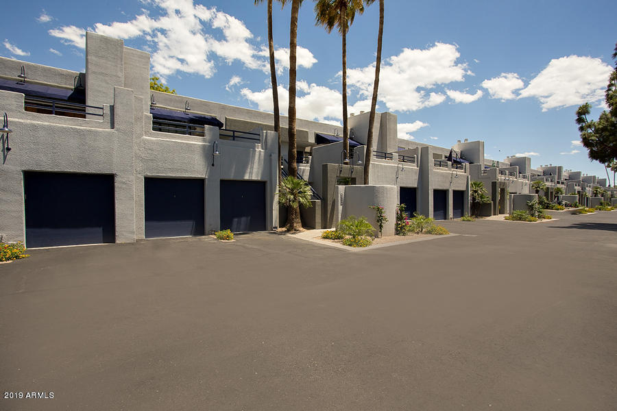 Photo of 902 W GLENDALE Avenue #108, Phoenix, AZ 85021