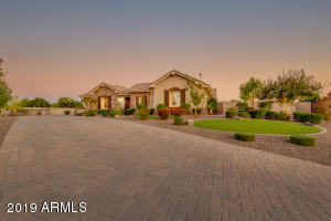 Photo of 2347 E MEAD Drive, Gilbert, AZ 85298