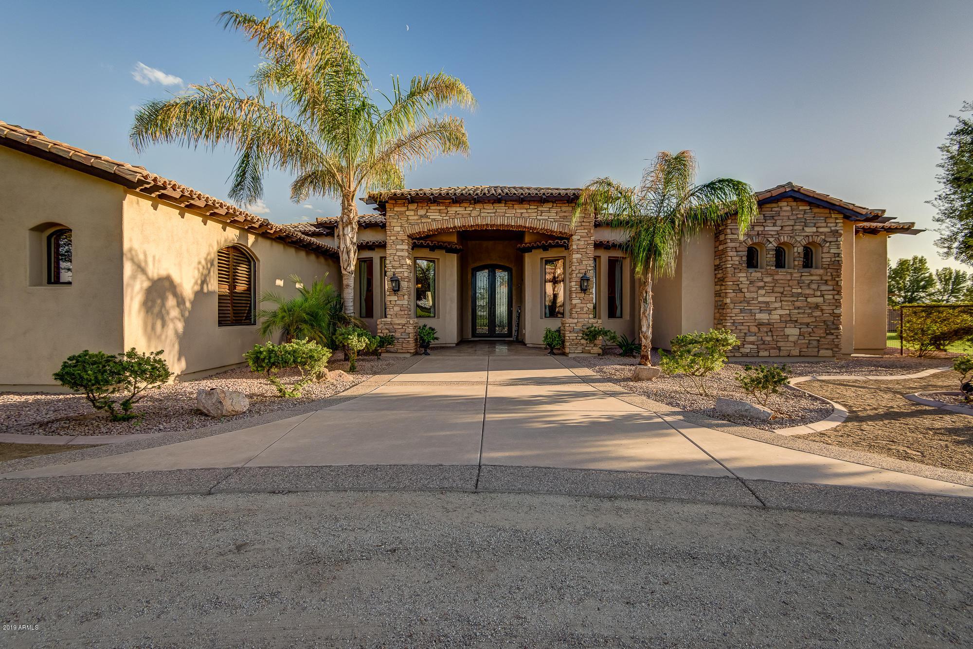 Photo of 383 W RED FERN Road, San Tan Valley, AZ 85140
