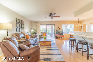 Beautiful open concept family room! Completely turn-key!