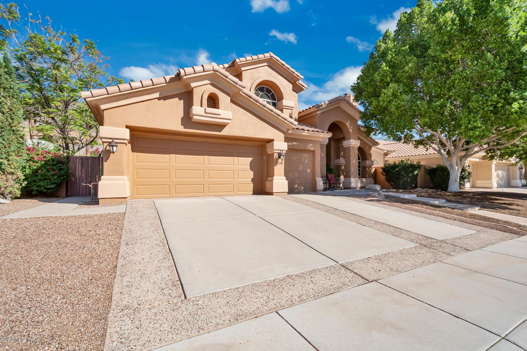Photo of 1228 E SQUAWBUSH Place, Phoenix, AZ 85048