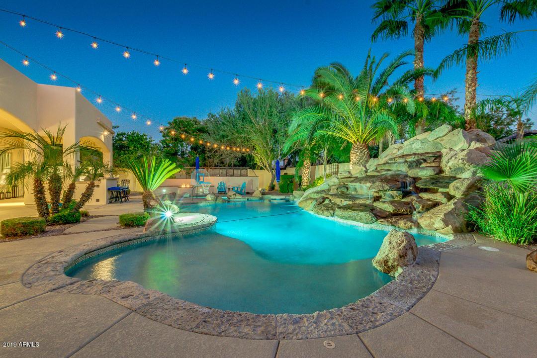 Photo of 2067 E TEAKWOOD Place, Chandler, AZ 85249