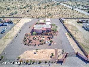 1.5 acre amazing property, perfect for your horses and all your toys!