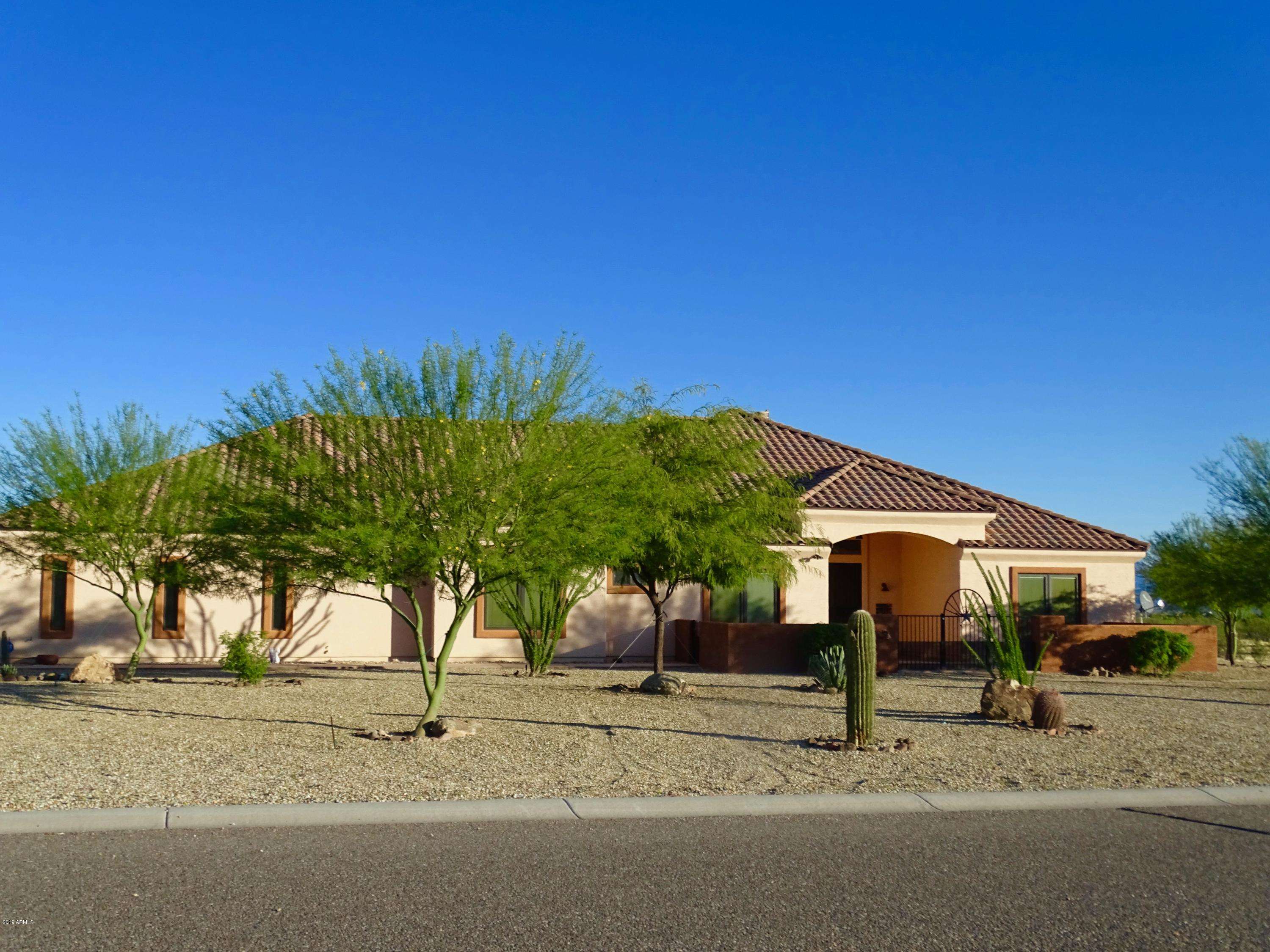 Photo of 955 HAPPY Trail, Wickenburg, AZ 85390