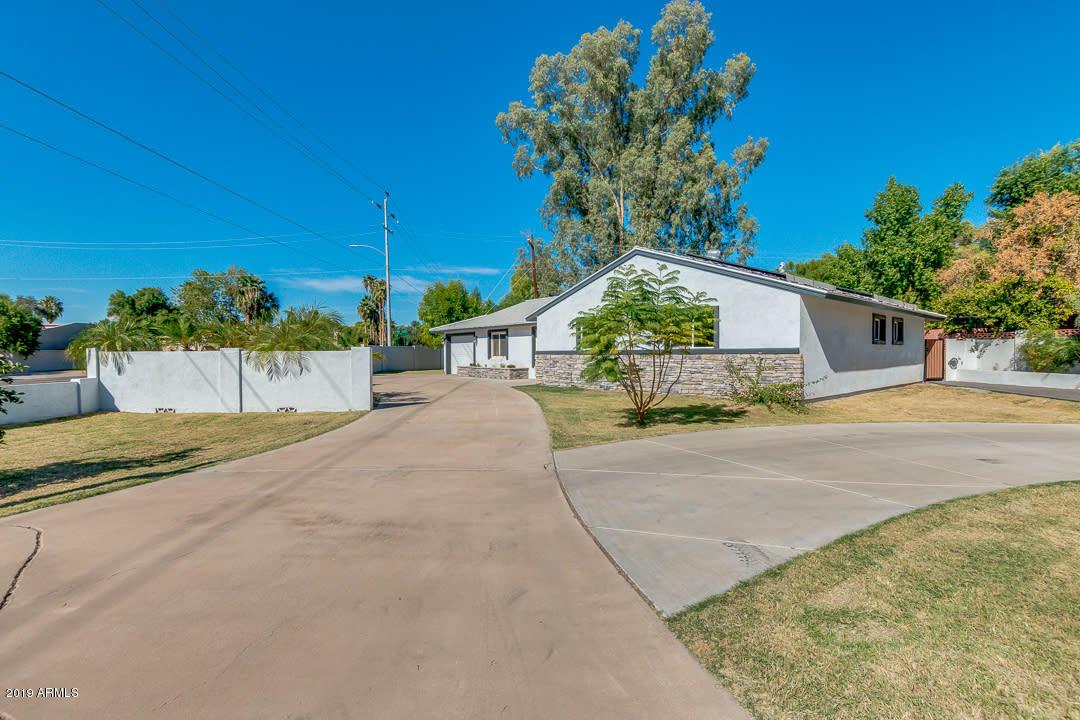 Photo of 702 E WINTER Drive, Phoenix, AZ 85020