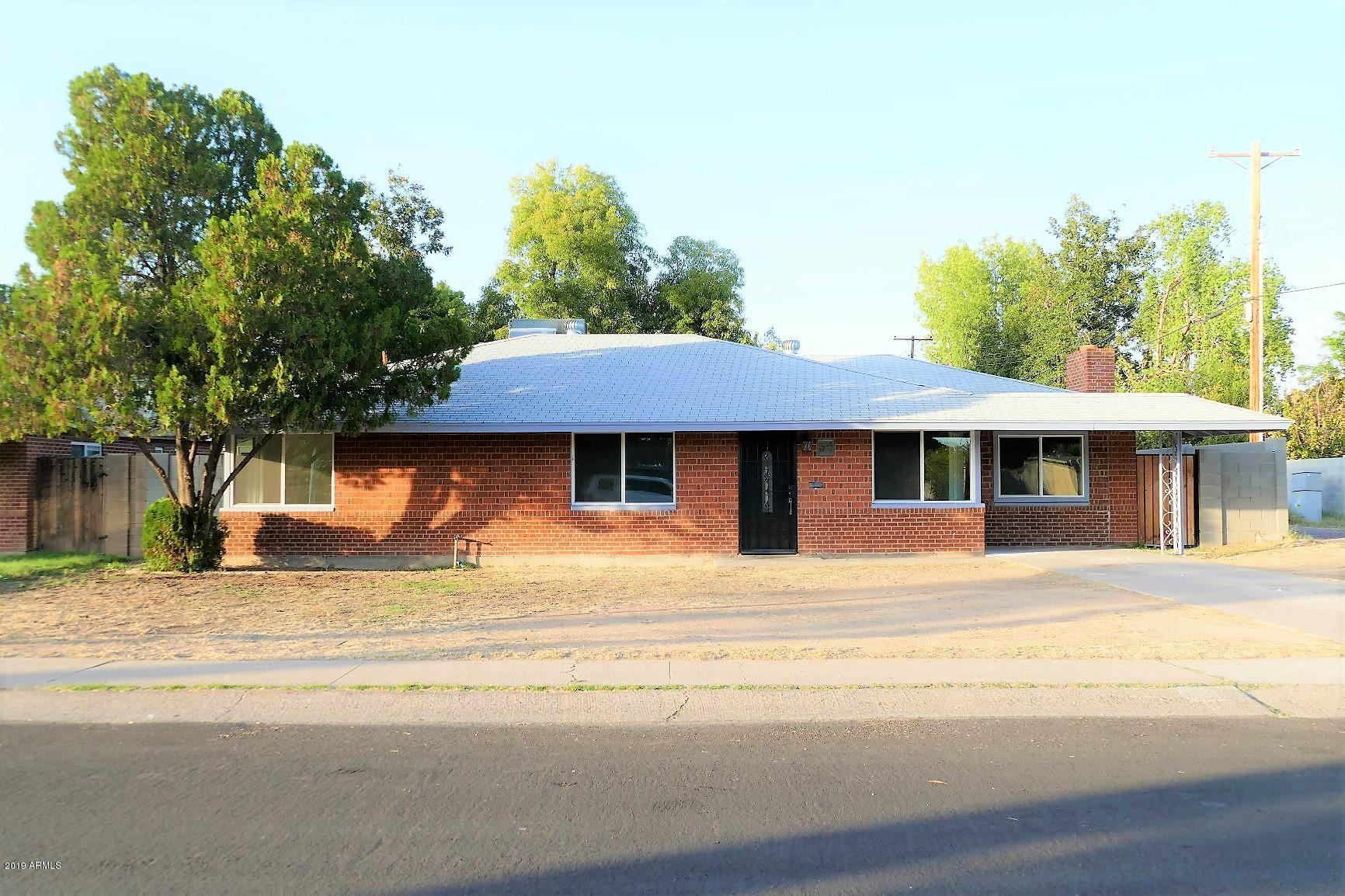 Photo of 1716 W BERRIDGE Lane, Phoenix, AZ 85015