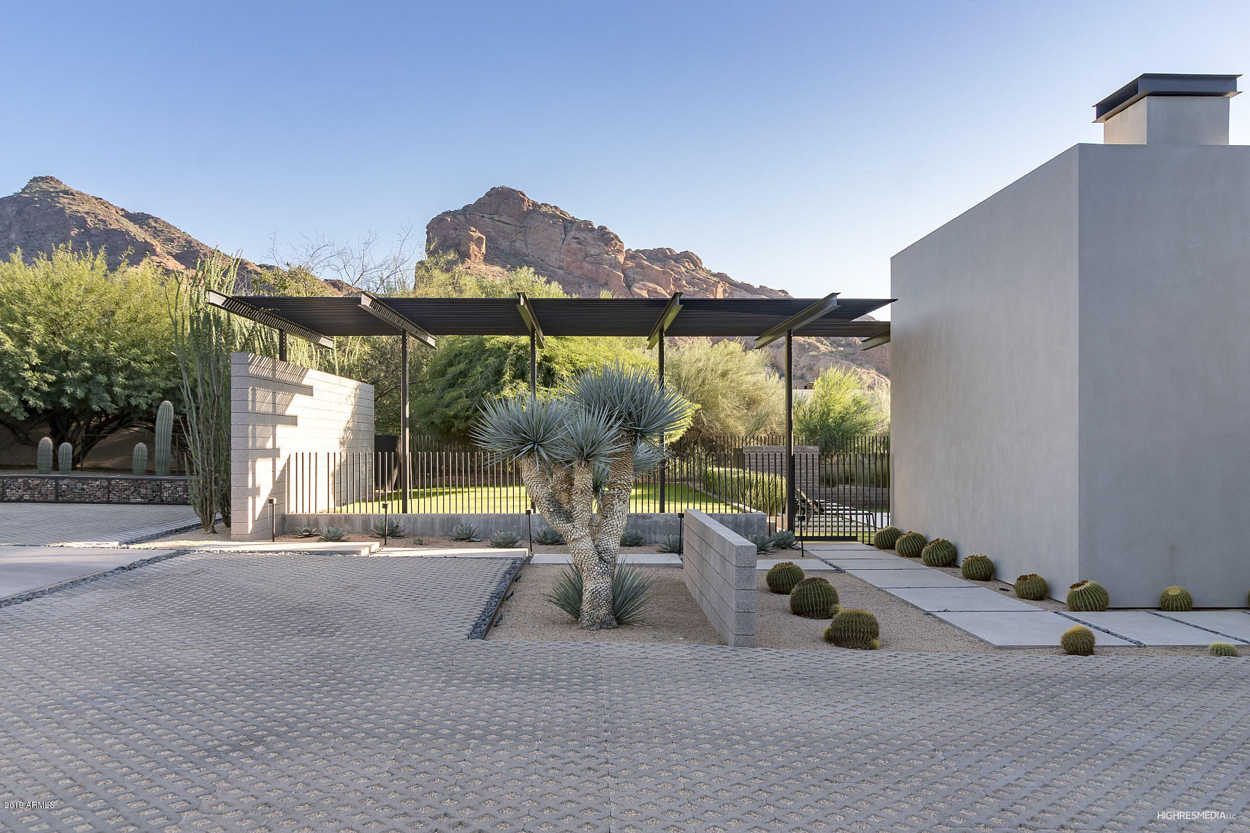 Photo of 6226 N 51ST Place, Paradise Valley, AZ 85253