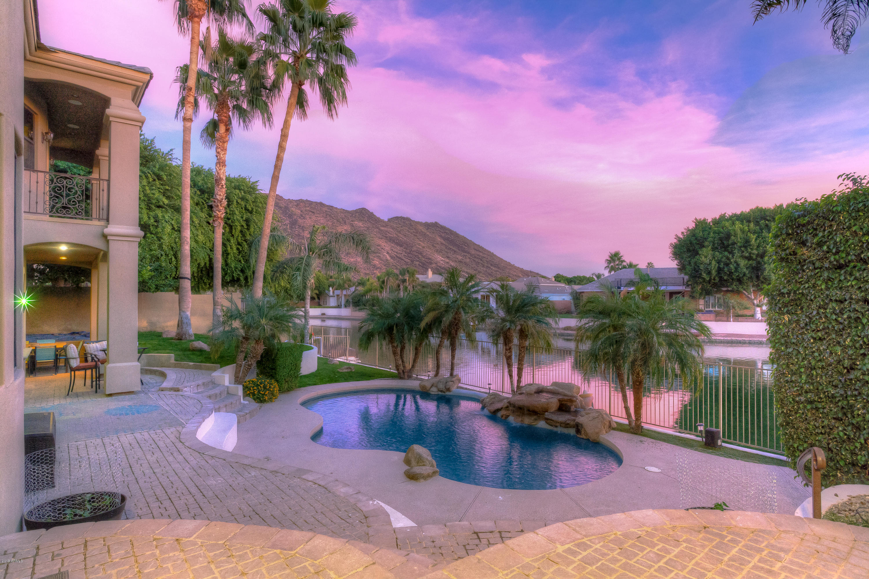 Photo of 5473 W ARROWHEAD LAKES Drive, Glendale, AZ 85308