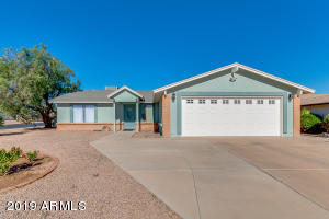 Great curb appeal! Low-maintenance yard.