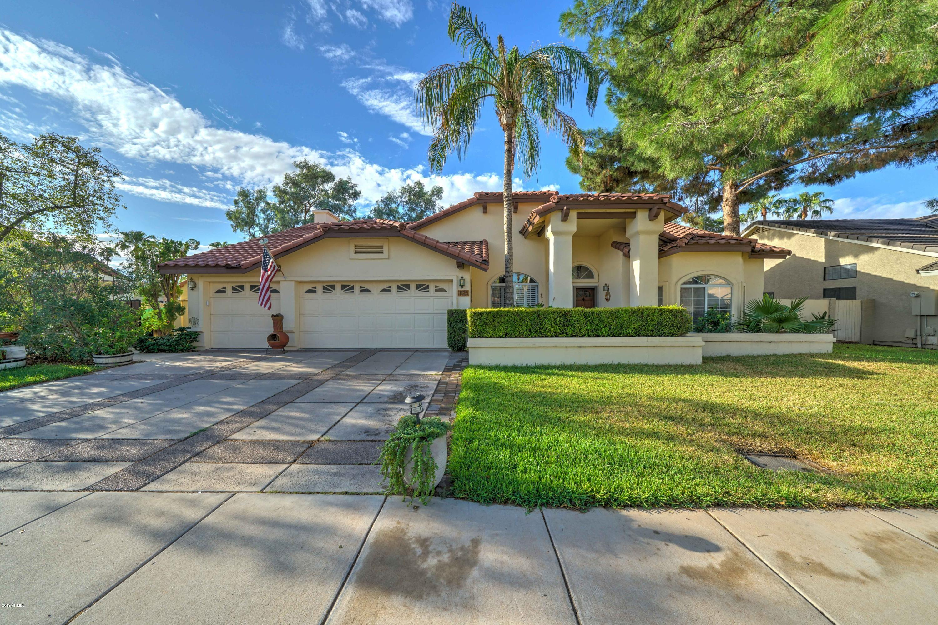 Photo of 1125 E SOUTHSHORE Drive, Gilbert, AZ 85234