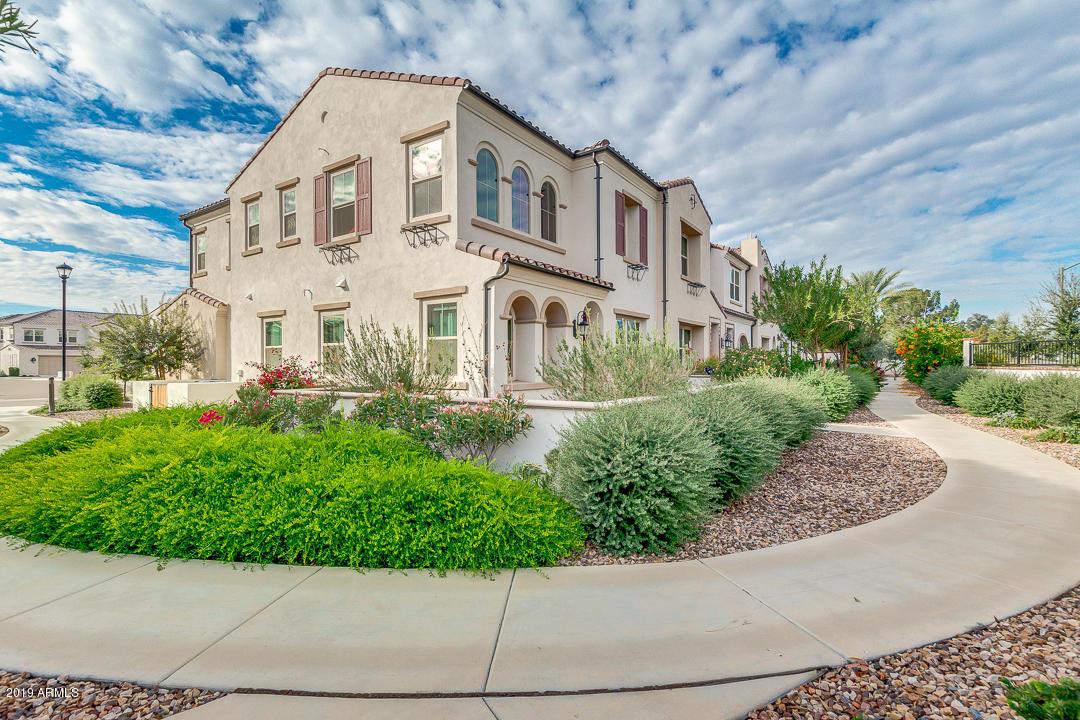 Photo of 2477 W MARKET Place #6, Chandler, AZ 85248