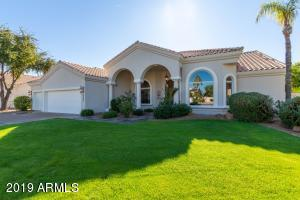 Beautifully manicured green lawn provides great curb appeal.