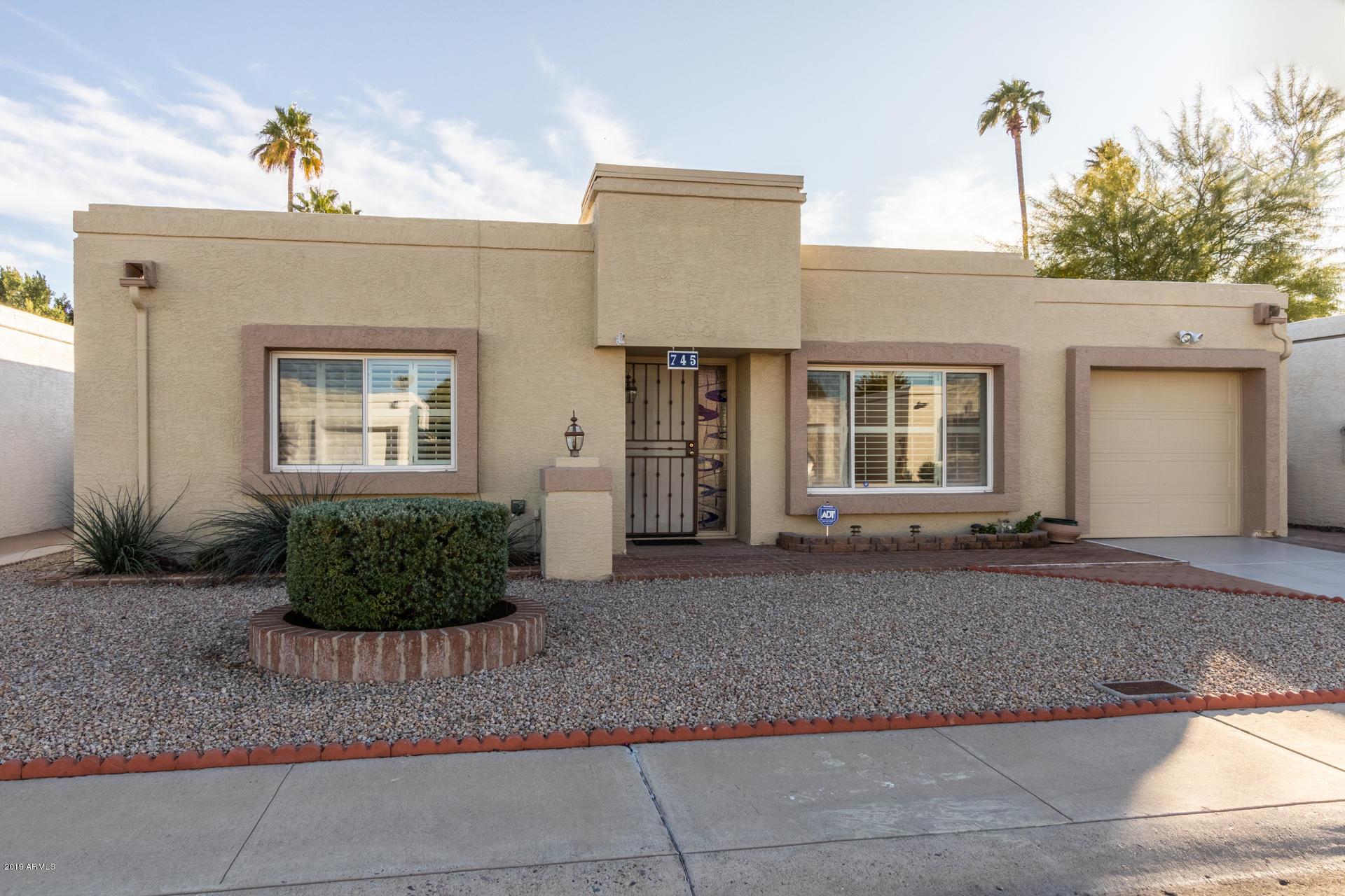 Photo of 745 E MICHELLE Drive, Phoenix, AZ 85022
