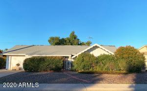11426 N COGGINS Drive, Sun City, AZ 85351