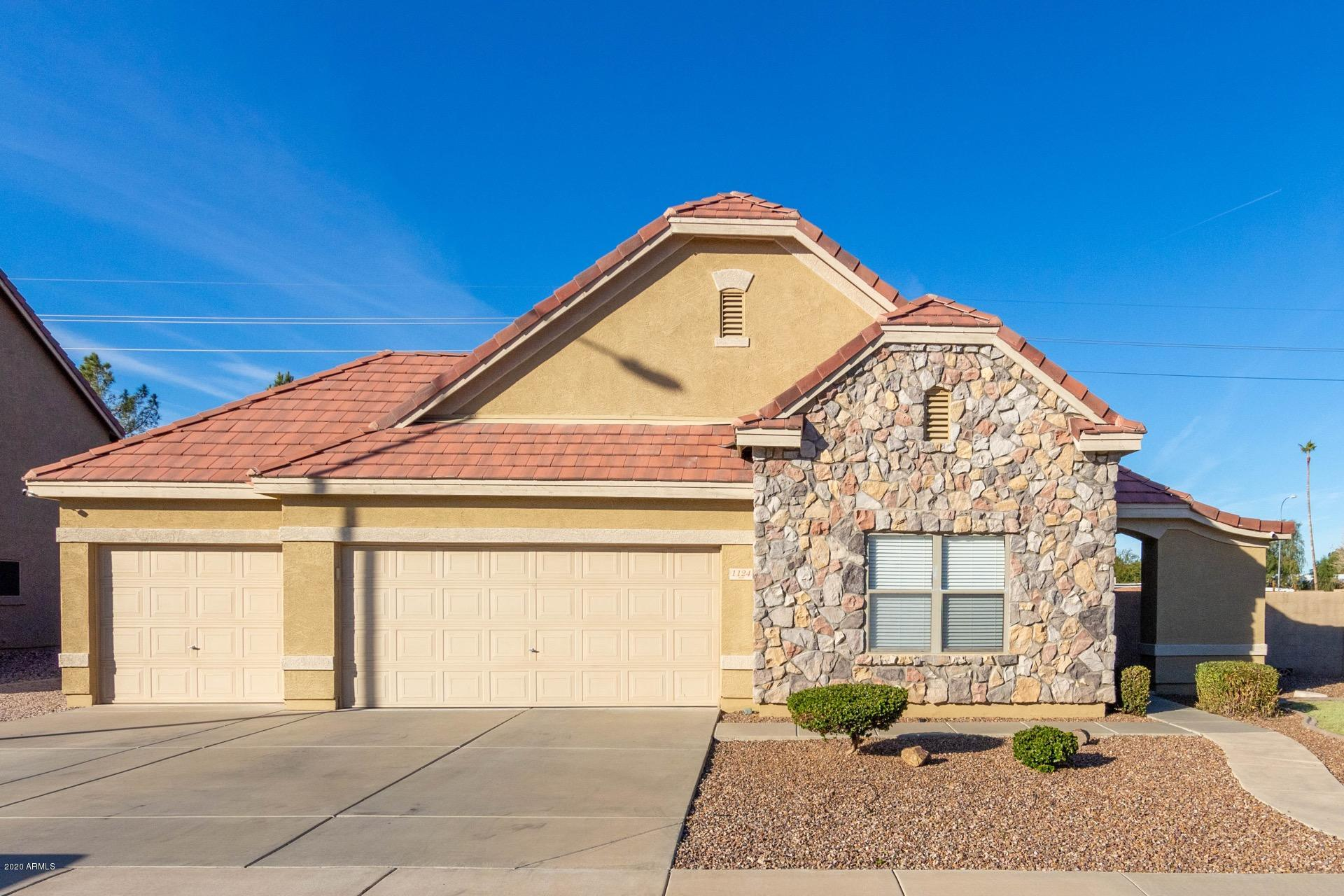 Photo of 1124 S JESSE Place, Chandler, AZ 85286