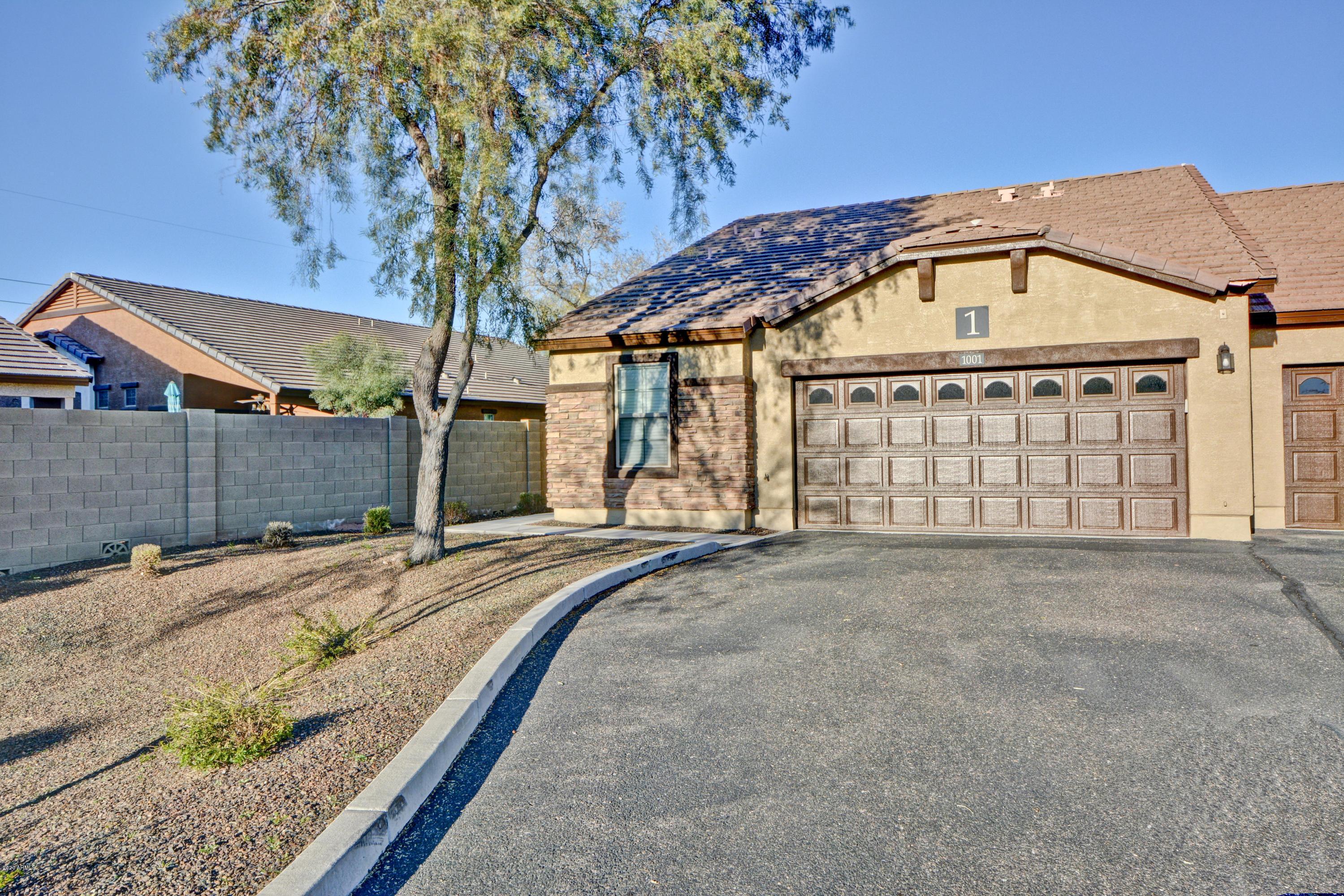 Photo of 2725 E MINE CREEK Road #1001, Phoenix, AZ 85024