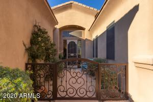 Welcome Home to your Private Courtyard!