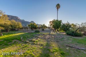 1815 N GERONIMO Road, Apache Junction, AZ 85119