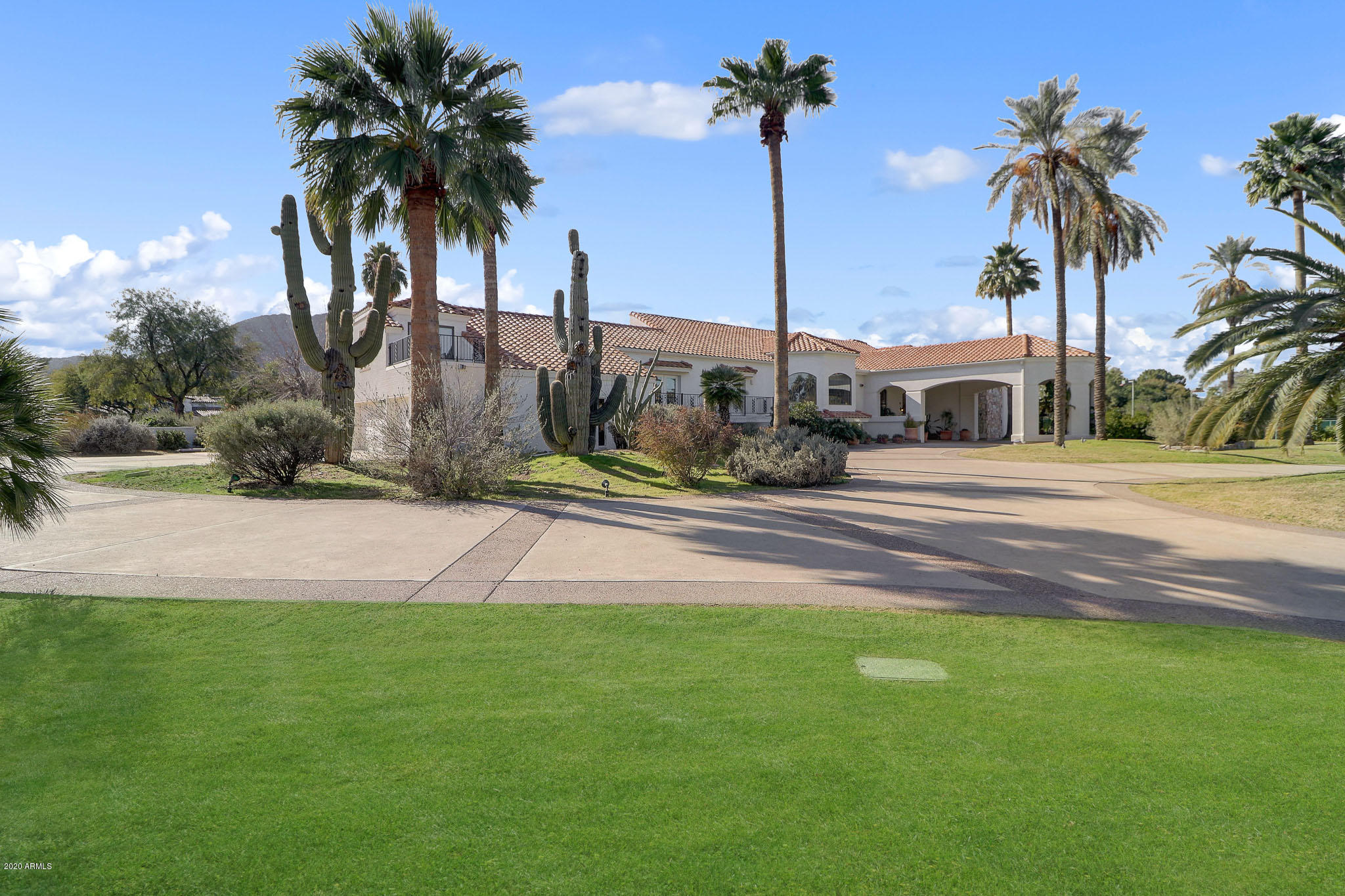 Photo of 8302 N SENDERO TRES M --, Paradise Valley, AZ 85253