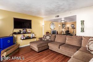 7819 N 49TH Avenue, Glendale, AZ 85301