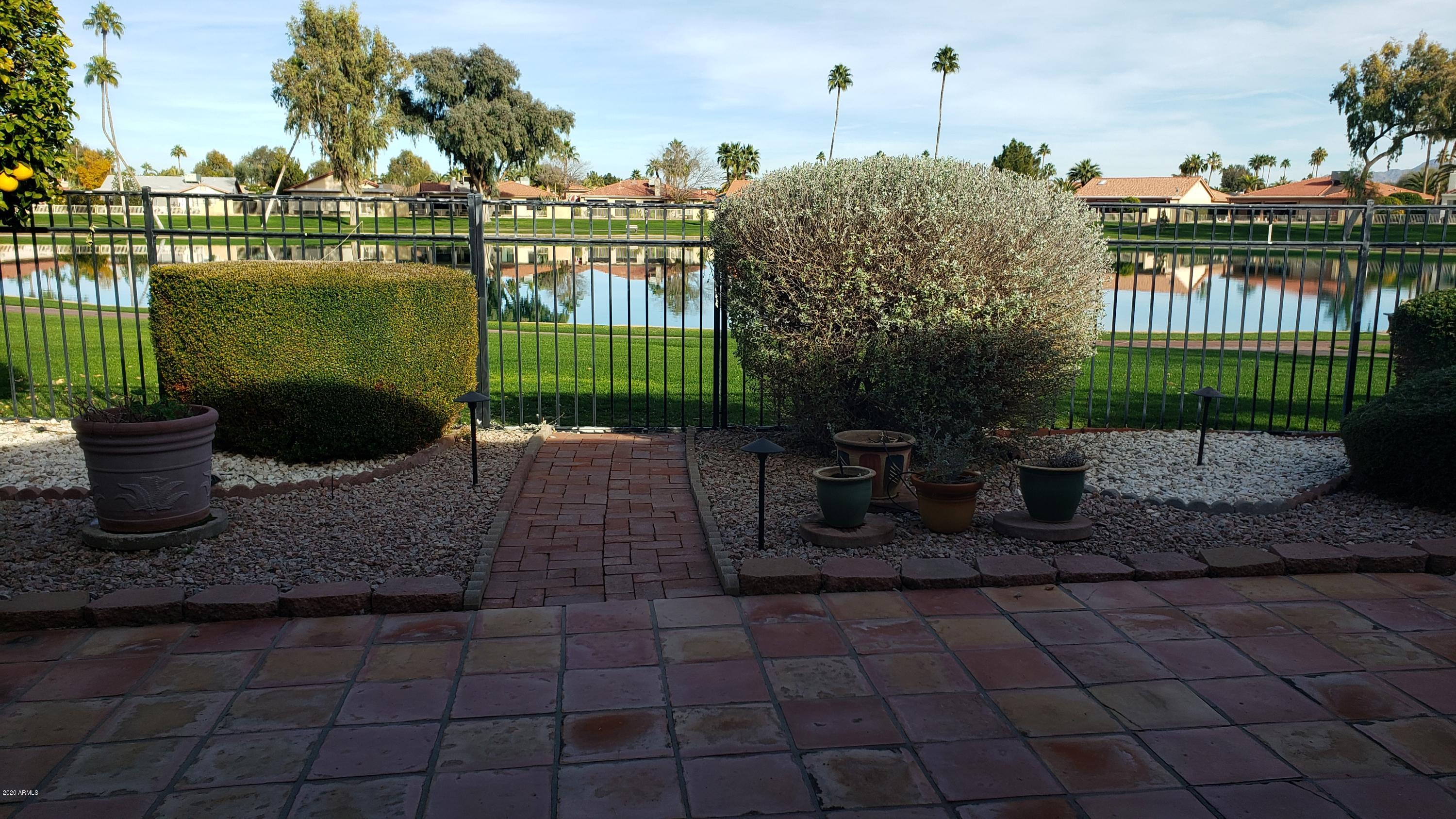 Photo of 26433 S LAKEMONT Drive, Sun Lakes, AZ 85248