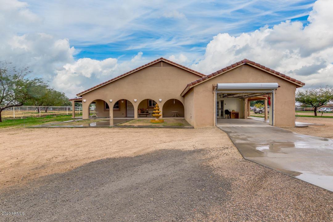 Photo of 699 W OCOTILLO Road, San Tan Valley, AZ 85140