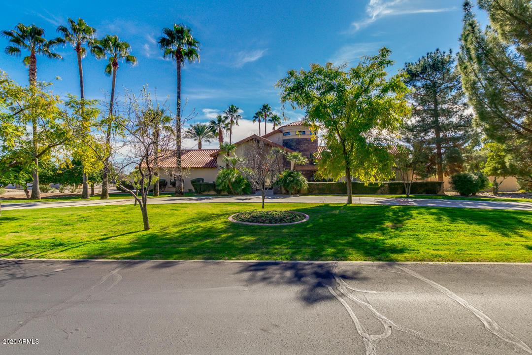 Photo of 6531 E FANFOL Drive, Paradise Valley, AZ 85253