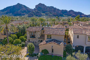 Interior lot, views to Camelback - gorgeous lock and leave option.