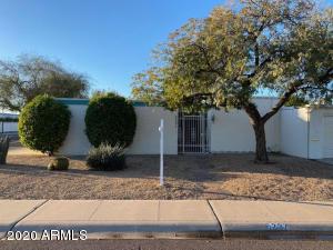 6237 E PINCHOT Avenue, Scottsdale, AZ 85251