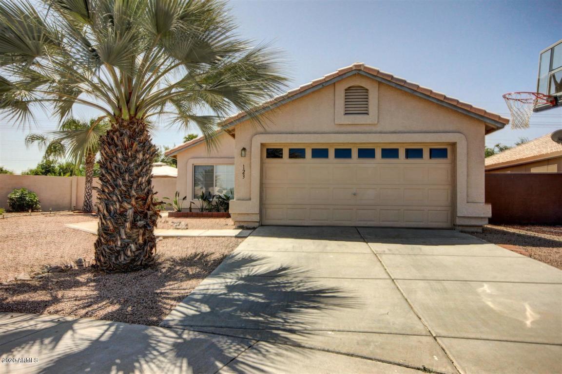 Photo of 123 W LIBERTY Lane, Gilbert, AZ 85233