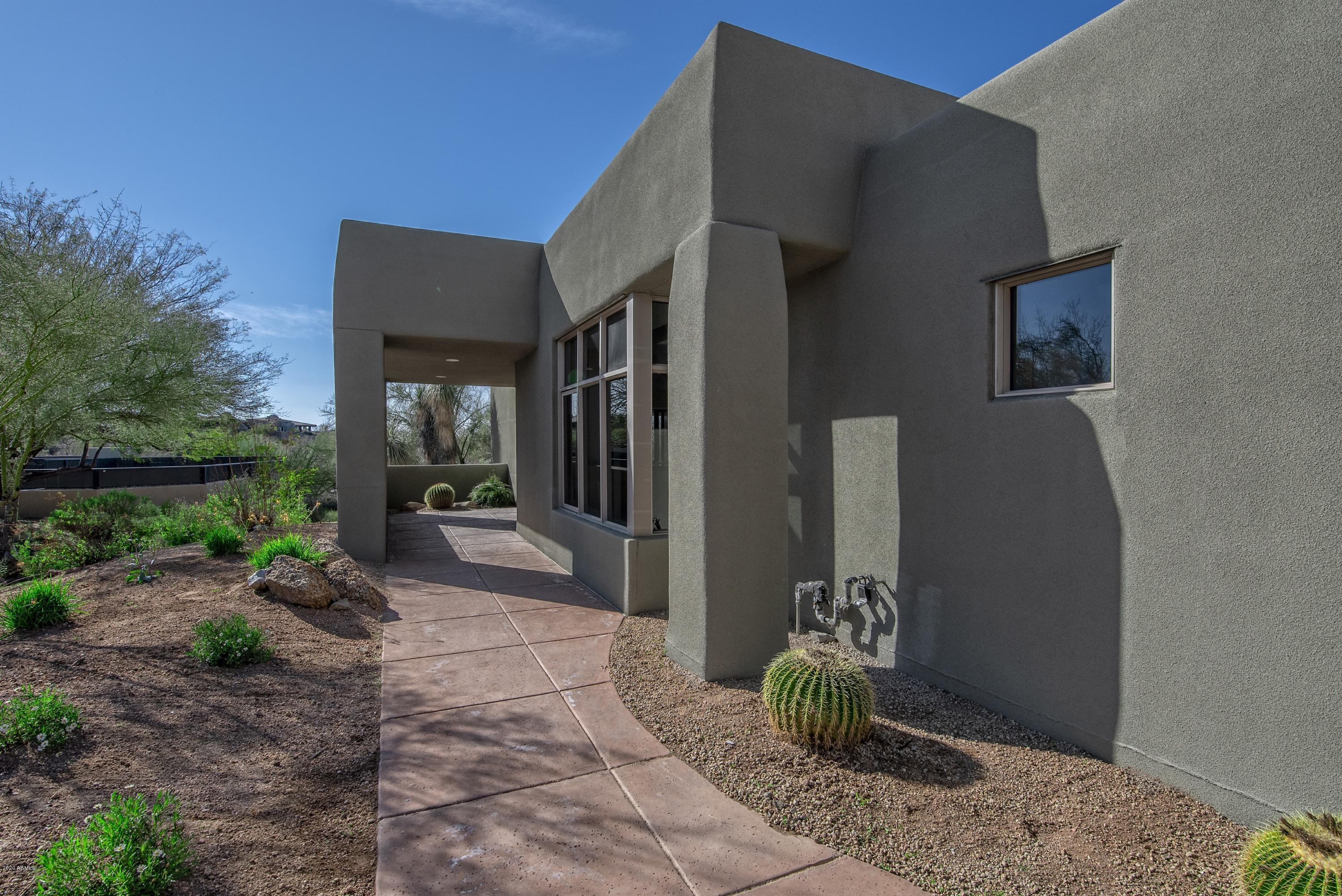 Photo of 10071 E GRAYTHORN Drive, Scottsdale, AZ 85262