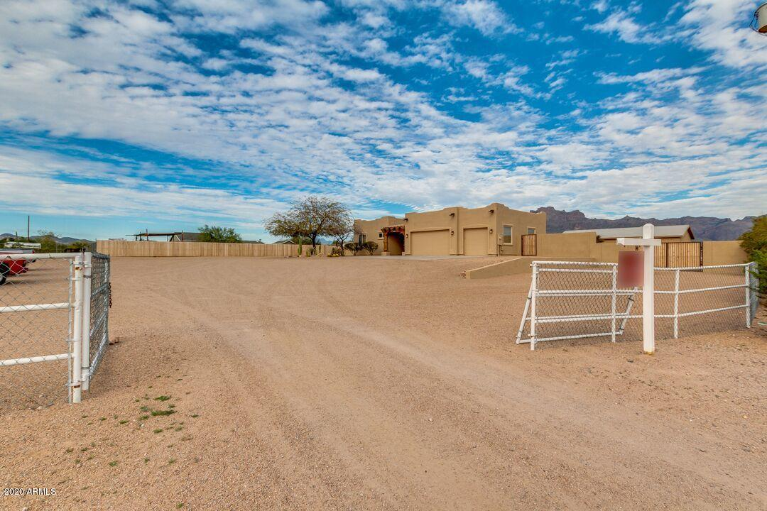 Photo of 329 S CHAPARRAL Road, Apache Junction, AZ 85119