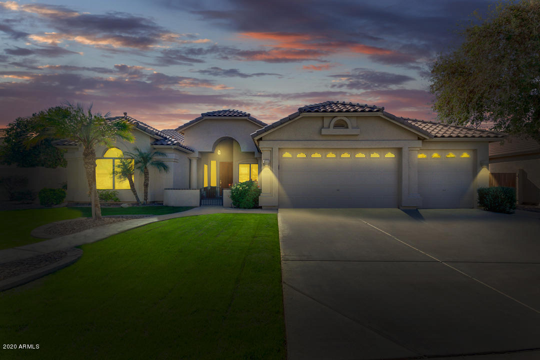 Photo of 4922 S MEADOWS Place, Chandler, AZ 85248